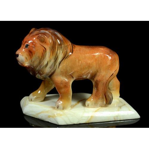 Каменная скульптура Лев